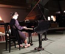 安達さんのピアノ演奏